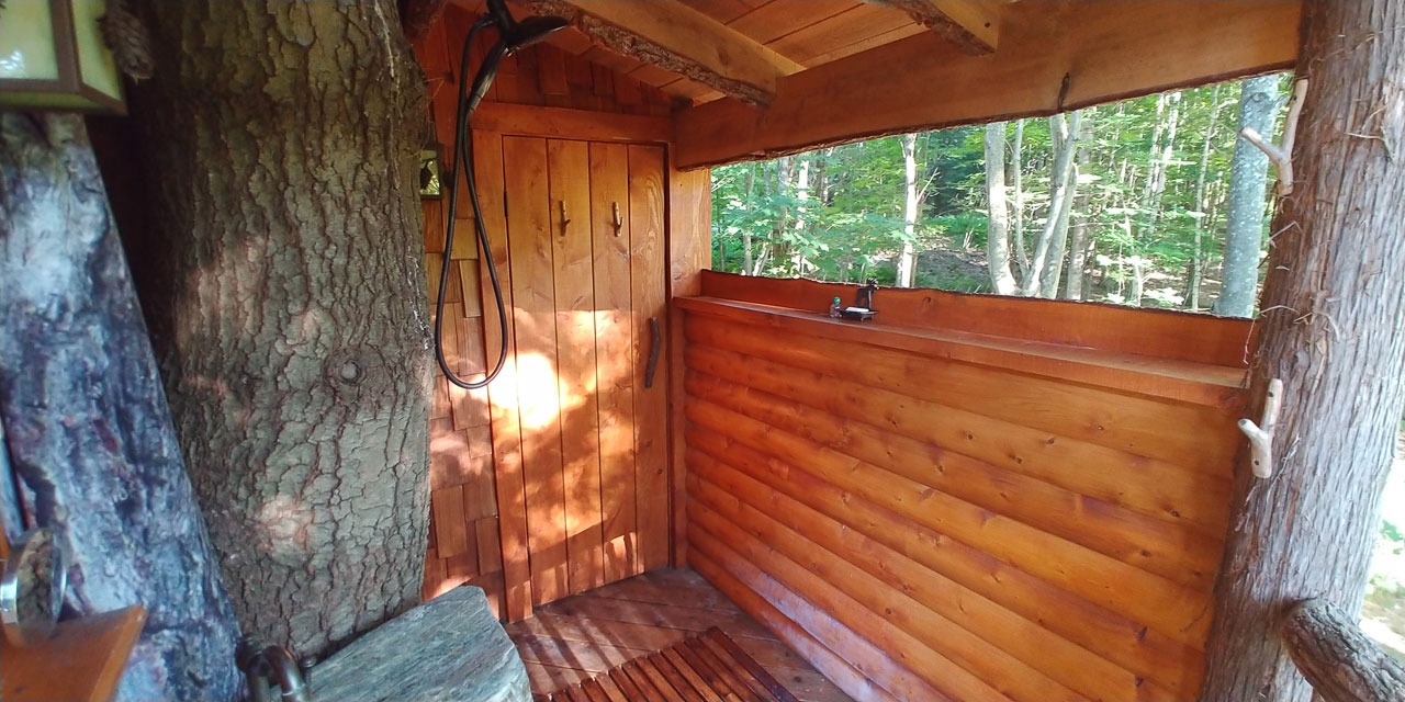 Outdoor Shower at Mouse Meadow Lodge