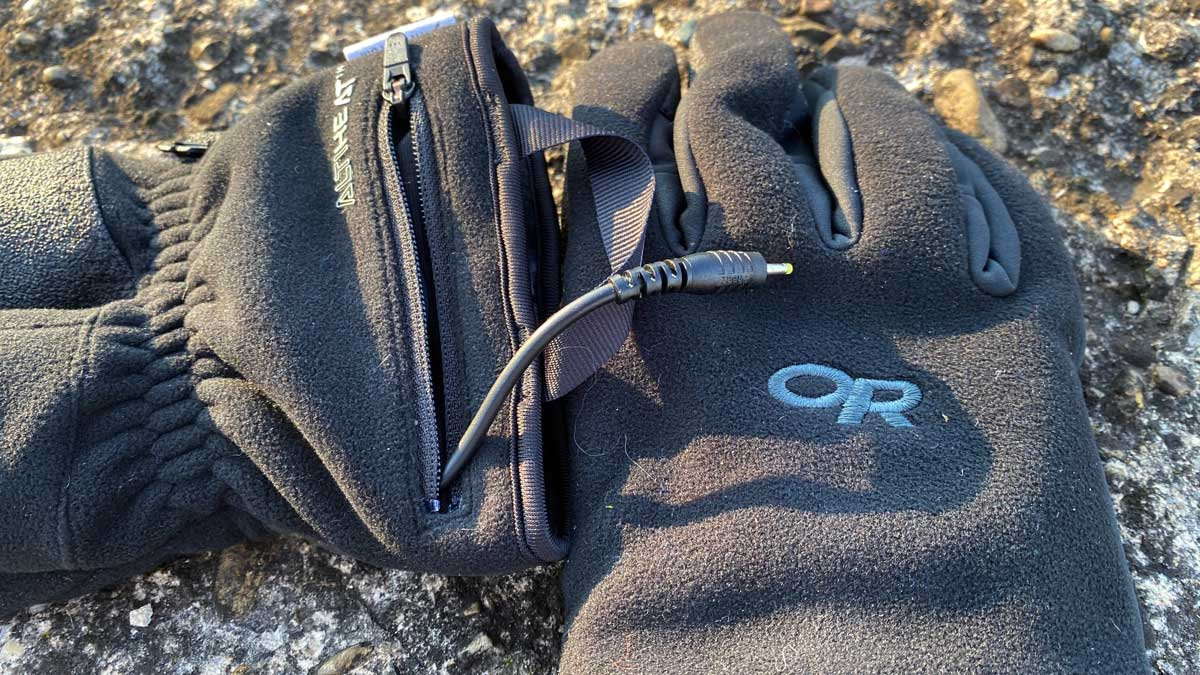 Two rechargeable lithium ion batteries power each heated glove